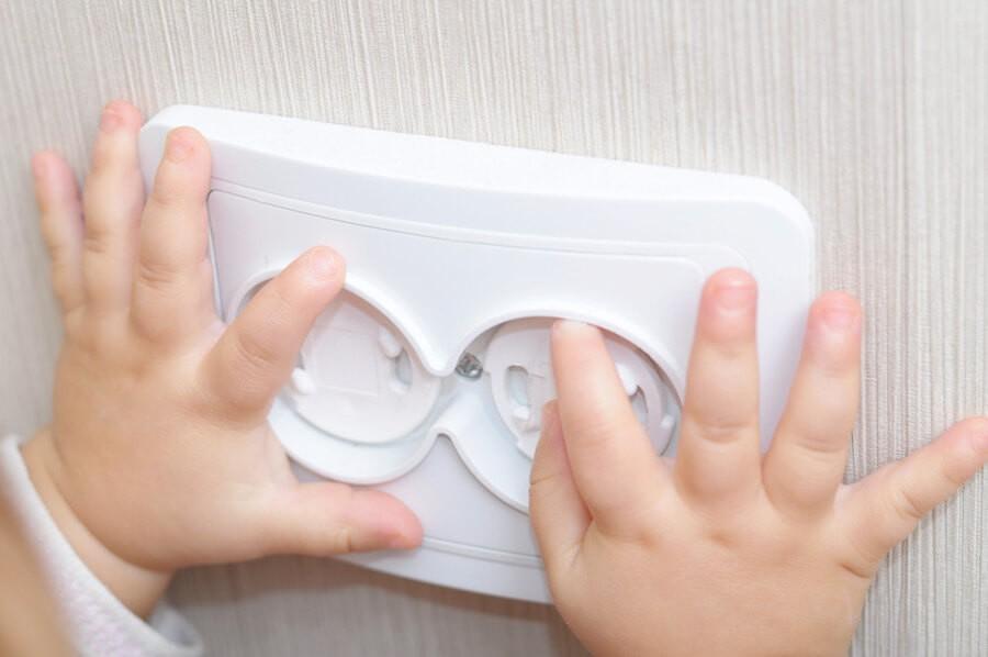 Защитные устройства и малыши