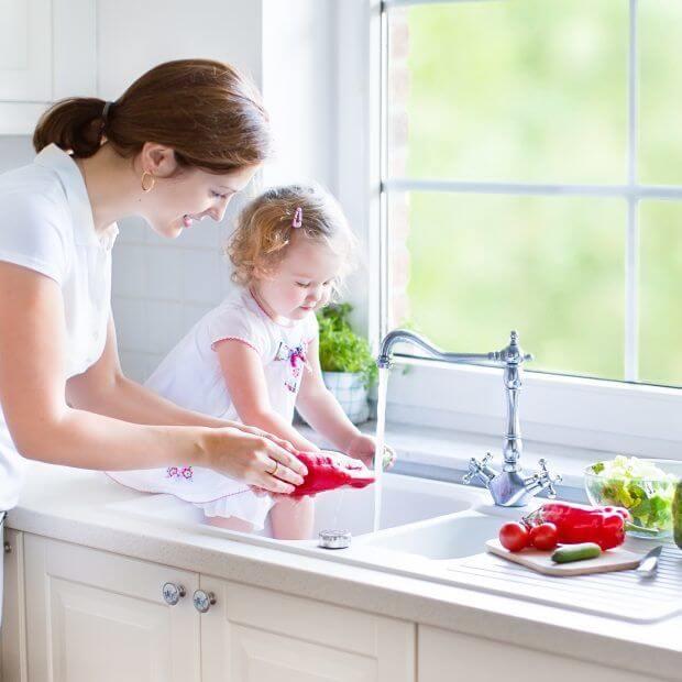 Чем и как накормить ребенка