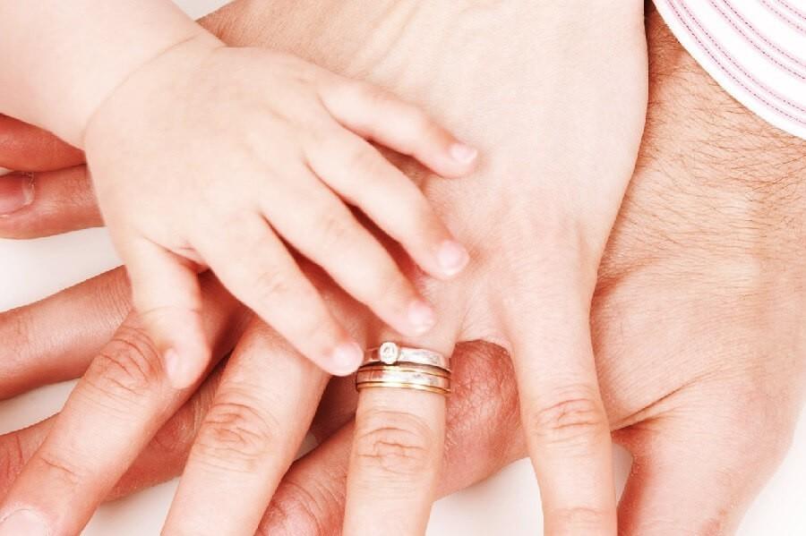семья руки дети