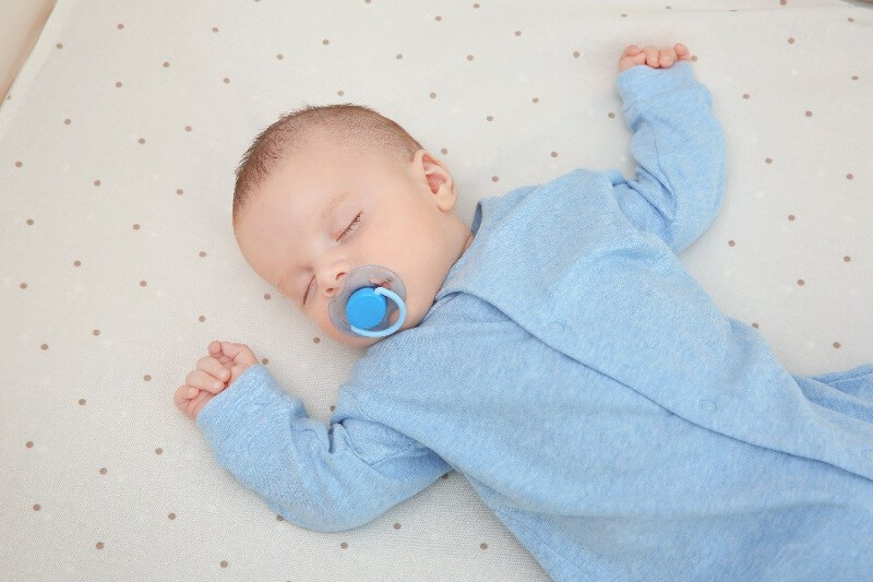 Режим кормления и сна новорожденного