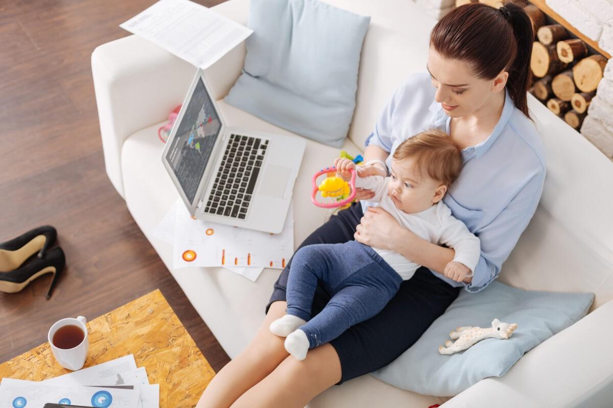Учимся в декрете: готовится масштабная программа переподготовки для молодых мам