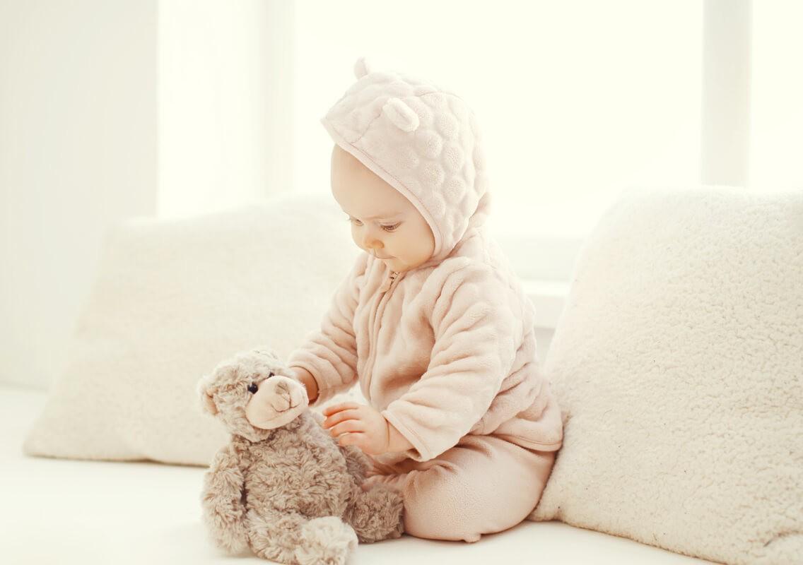 ребенок в теплом костюмчике