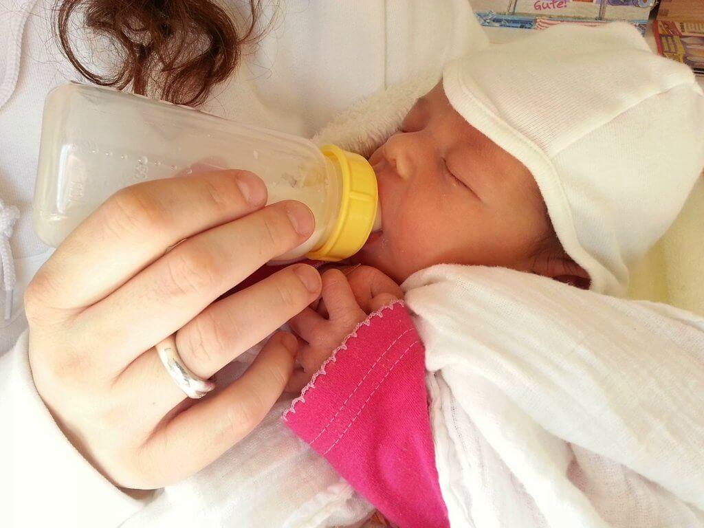 кормление новорожденных