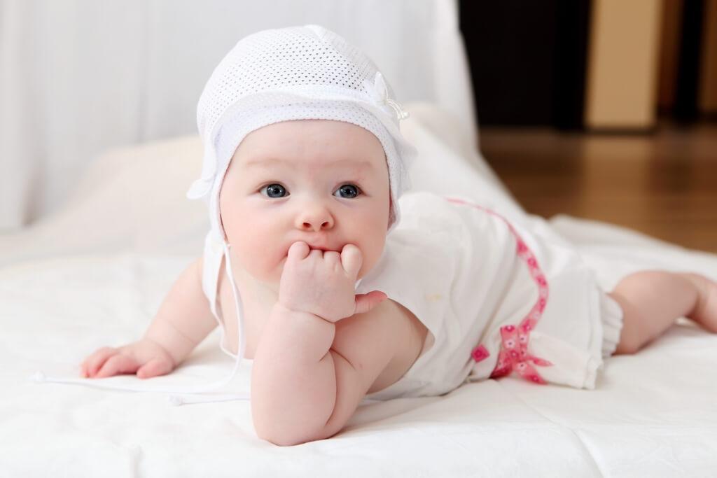 первый год жизни развитие по месяцам