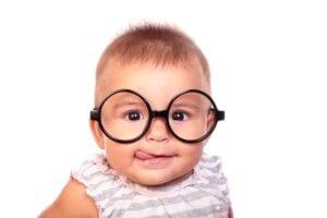 малыш а очках
