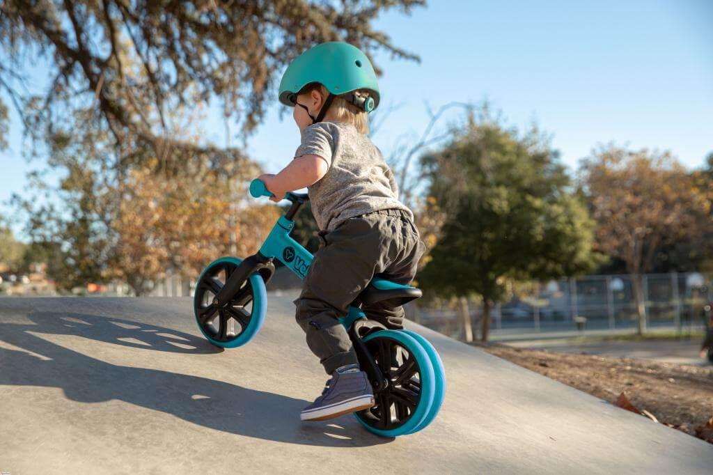 Велосипед, самокат и беговел: безопасность ребенка на улице