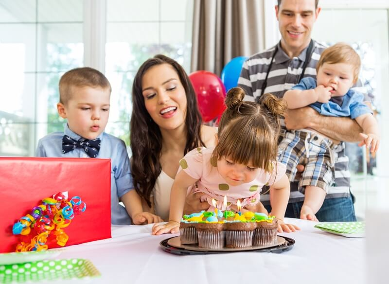 что подарить ребенку на 3 года
