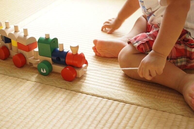 детские игрушки паровозик