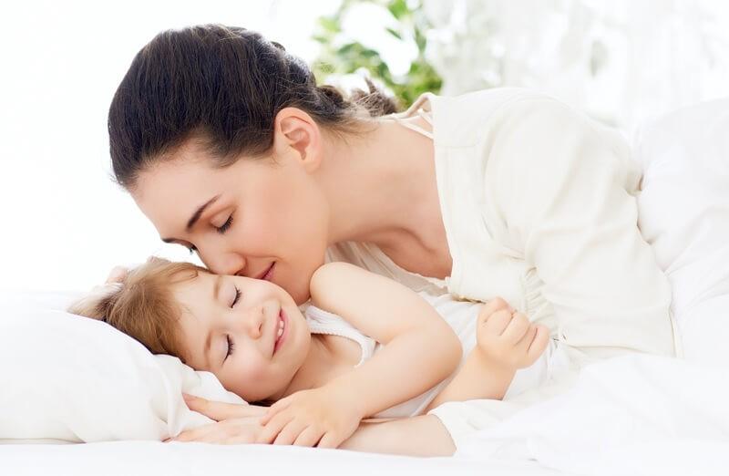 Обнимайте детей! Ученые доказали пользу объятий