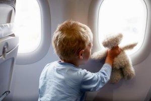 ребенок самолет