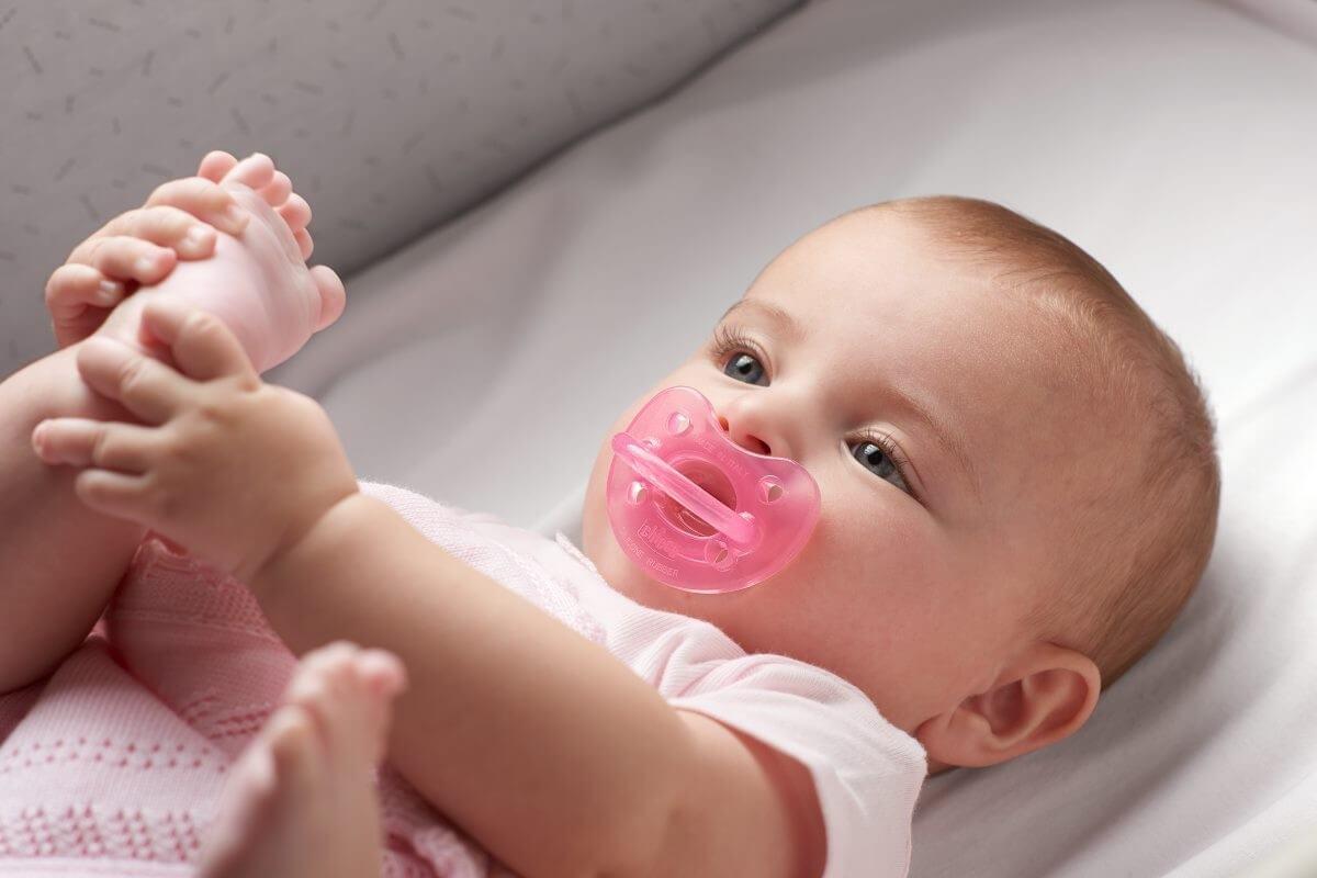 Нужна ли пустышка новорожденному?