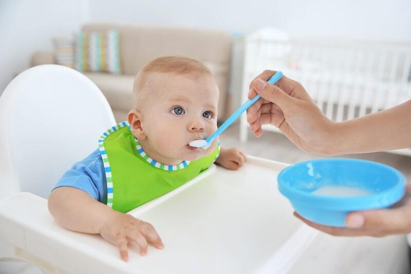 Прикорм по месяцам: как познакомить малыша с «взрослой» пищей